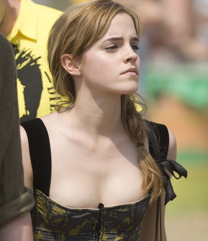 Emma-Watson-In-Low-Cut-Sexy-Dress  Kepsver-5049